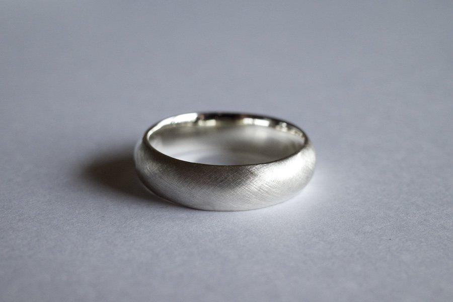 銀の丸い指輪 / 4.5mm
