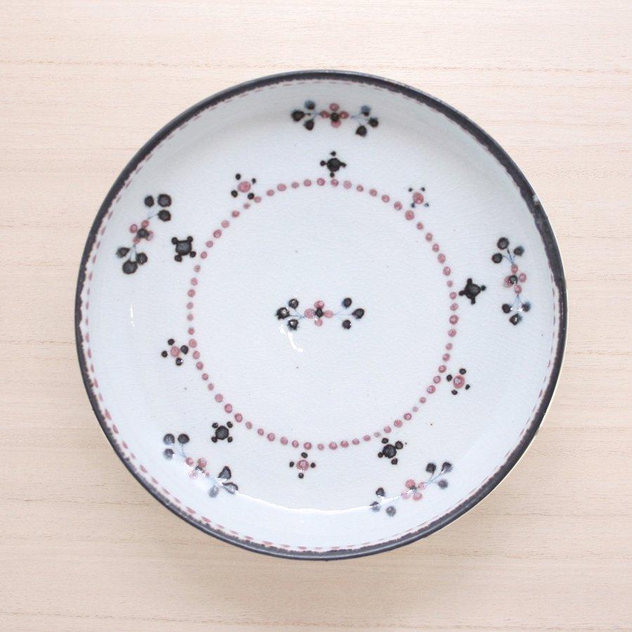 砥部焼・陶彩窯 − 染付小花文 皿 6寸 赤