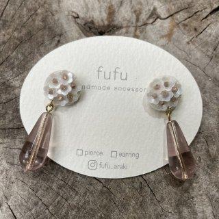 【fufu】<br>糸ボタンとお花ビーズ<br>ピアス