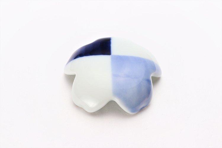 楽々シリーズ 染付和市松 桜型排水口カバー 画像メイン