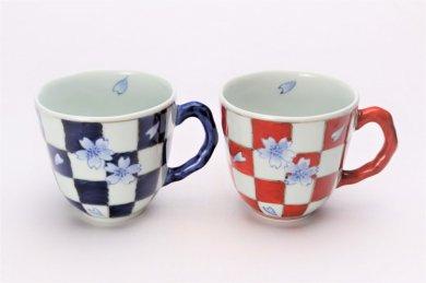 ☆そうた窯 染錦市松桜 ペアマグカップ