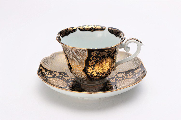 徳幸窯 黒地金彩菊華紋紅茶碗 画像メイン