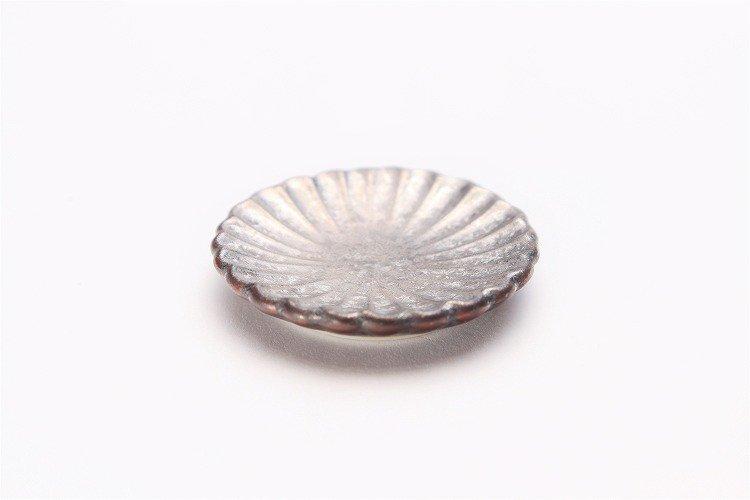陶悦窯 黒柚子銀塗り 菊豆箸置き 画像メイン