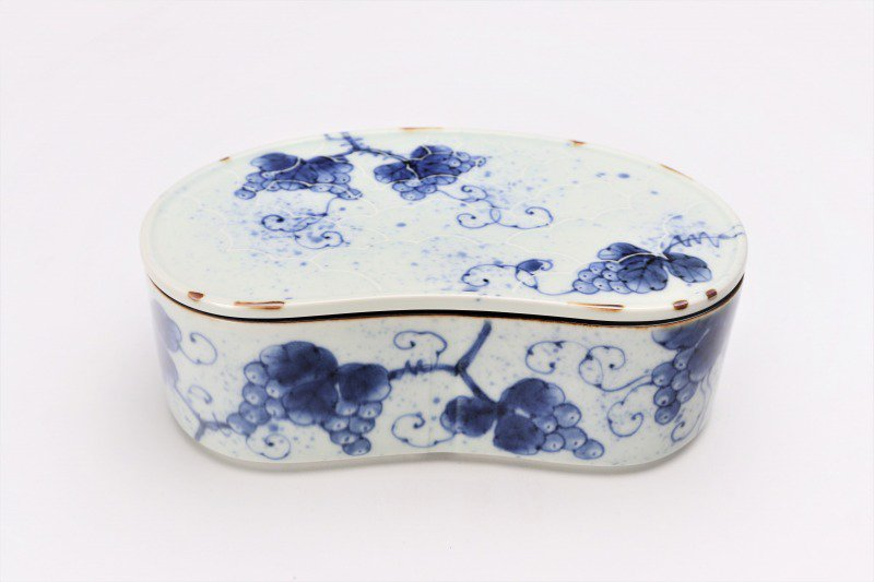 福泉窯 染付ぶどう 繭型蓋物 画像メイン
