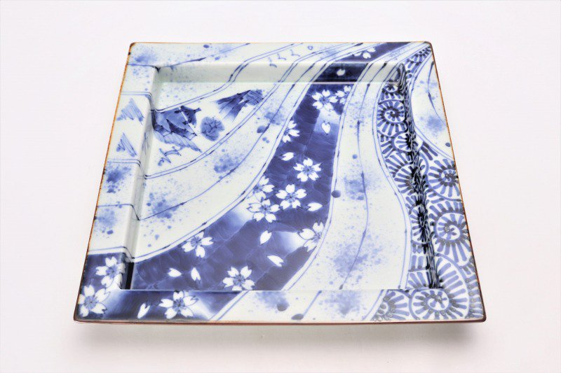 福泉窯 染付変り絵捻り紋 鍔付正角盛皿 在庫1枚 画像サブ2