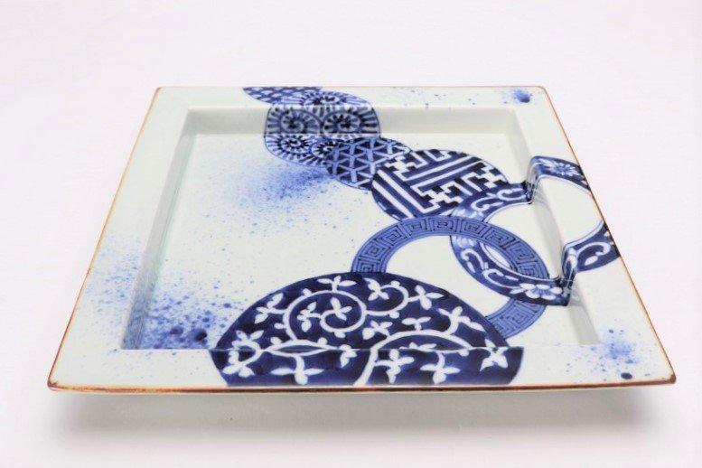 福泉窯 染付地紋丸紋 鍔付正角盛皿 在庫1枚 画像メイン