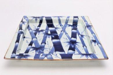 〇福泉窯×MARUKEIオリジナル 染付竹濃 鍔付正角盛皿