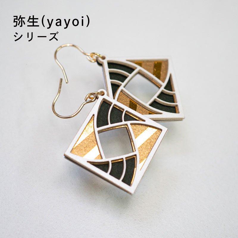 金箔/紙の耳飾り<br>『弥生(yayoi)』