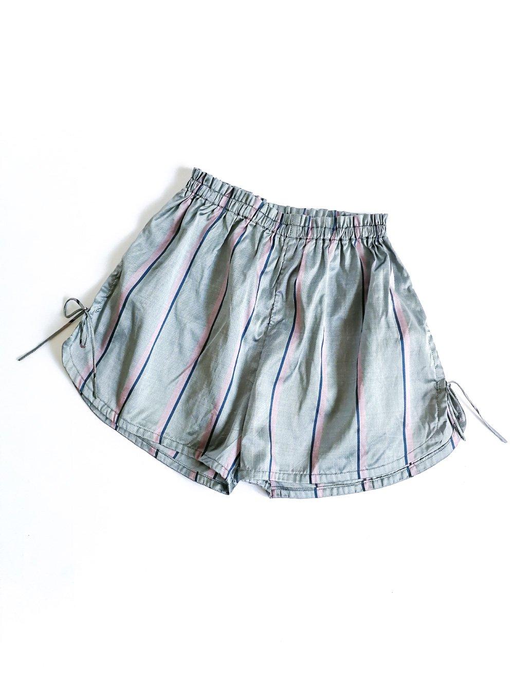 Shorts / gray stripe