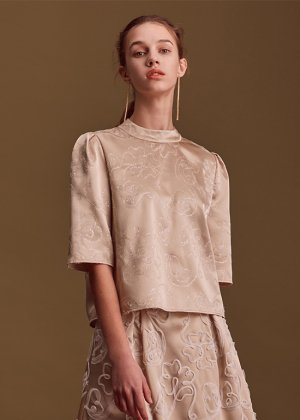 <img class='new_mark_img1' src='https://img.shop-pro.jp/img/new/icons16.gif' style='border:none;display:inline;margin:0px;padding:0px;width:auto;' />gold flower blouse