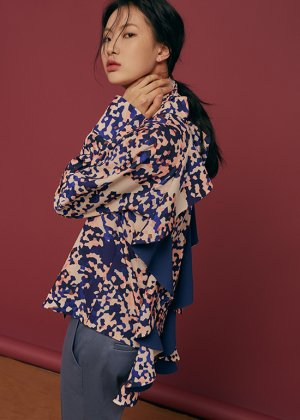 <img class='new_mark_img1' src='https://img.shop-pro.jp/img/new/icons16.gif' style='border:none;display:inline;margin:0px;padding:0px;width:auto;' />mosaic flounce blouse