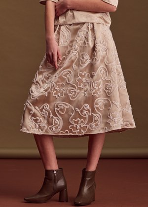 <img class='new_mark_img1' src='https://img.shop-pro.jp/img/new/icons16.gif' style='border:none;display:inline;margin:0px;padding:0px;width:auto;' />gold flower skirt