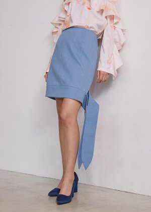 <img class='new_mark_img1' src='https://img.shop-pro.jp/img/new/icons16.gif' style='border:none;display:inline;margin:0px;padding:0px;width:auto;' />light denim skirt