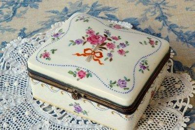 ドレスデン 陶磁器製ジュエリーボックス