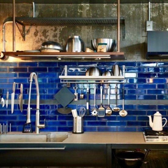 オリジナルタイル通販のタイルメイド 焼き物の風合いむらタイル 青むらタイル 二丁掛(ケース)