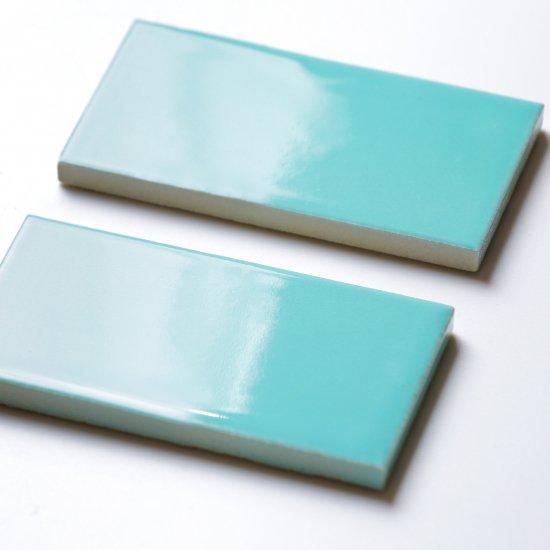 オリジナルタイル通販のタイルメイド エッジが効いた個性派タイル ターコイズブルー 小口(ケース)
