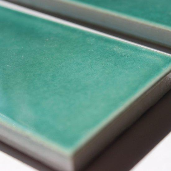 オリジナルタイル通販のタイルメイド 光と溶け合う クラックタイル エメラルドグリーン 二丁掛(ケース)