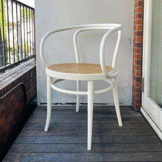 209 Arm Chair (WH)