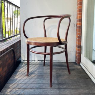 209 Arm Chair (BR-E)