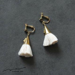 accessories mau (アクセサリー マウ)  つつっぽ brass イヤリング(白)