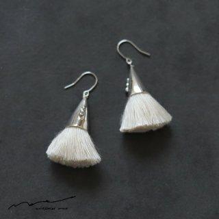 accessories mau (アクセサリー マウ)  つつっぽ silver ピアス(白)