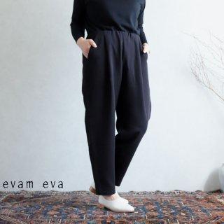 evam eva(エヴァム エヴァ)  コットンナロー タックパンツ / cotton narrow tuck pants black(90)  E203T071