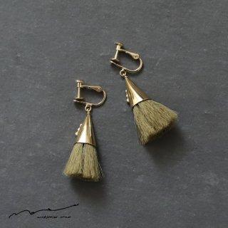 accessories mau (アクセサリー マウ)  つつっぽ brass イヤリング(オリーブ)