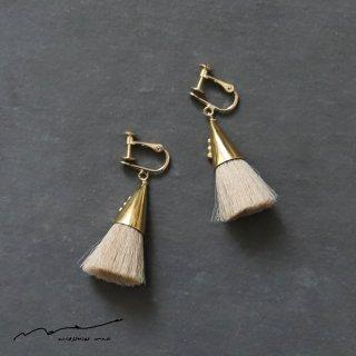 accessories mau (アクセサリー マウ)  つつっぽ brass イヤリング(ベージュ)