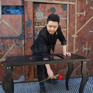 グラススルーイリュージョン テーブル〜Glass Thru Illusiion Table〜硬いガラスを腕が貫通!!!