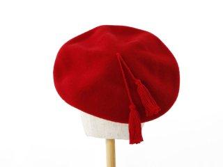 レッドタッセルつきベレー帽