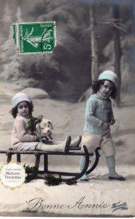フランスアンティーク ポストカード 可愛いこどもたちとソリに乗るブタさん【普通郵便送料無料】