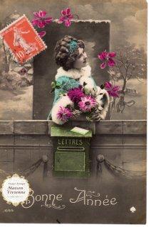 フランスアンティーク ポストカード お花を抱える美しい乙女【普通郵便送料無料】