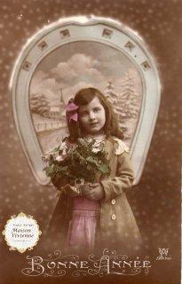 フランスアンティーク 馬蹄シリーズポストカード エッフェル塔の見える冬景色とかわいい少女【普通郵便送料無料】