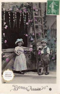 フランスアンティーク ポストカード つる薔薇の這う家と素朴な兄妹【普通郵便送料無料】