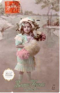 フランスアンティーク ポストカード ヤドリギと毛皮の帽子を被る可愛い女の子【普通郵便送料無料】