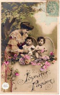 """フランスアンティーク イースターのポストカード """"綺麗なドレスのママと可愛いべべたち """"【普通郵便送料無料】"""
