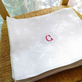 フランスアンティーク 花模様の織生地にG/M手刺繍モノグラムのリネン・トルションD【3枚までクリックポスト送料無料】