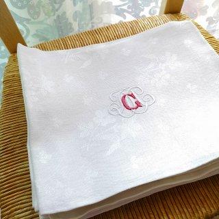 フランスアンティーク 花模様の織生地にG/M手刺繍モノグラムのリネン・トルションF【3枚までクリックポスト送料無料】