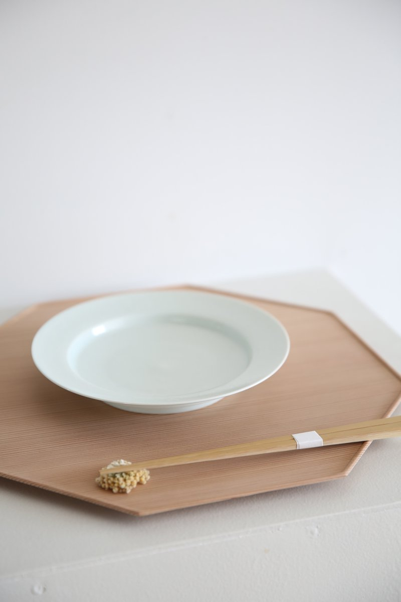 白土葉内花紋七寸リム皿