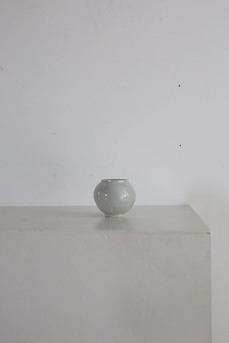 李朝白瓷小壺