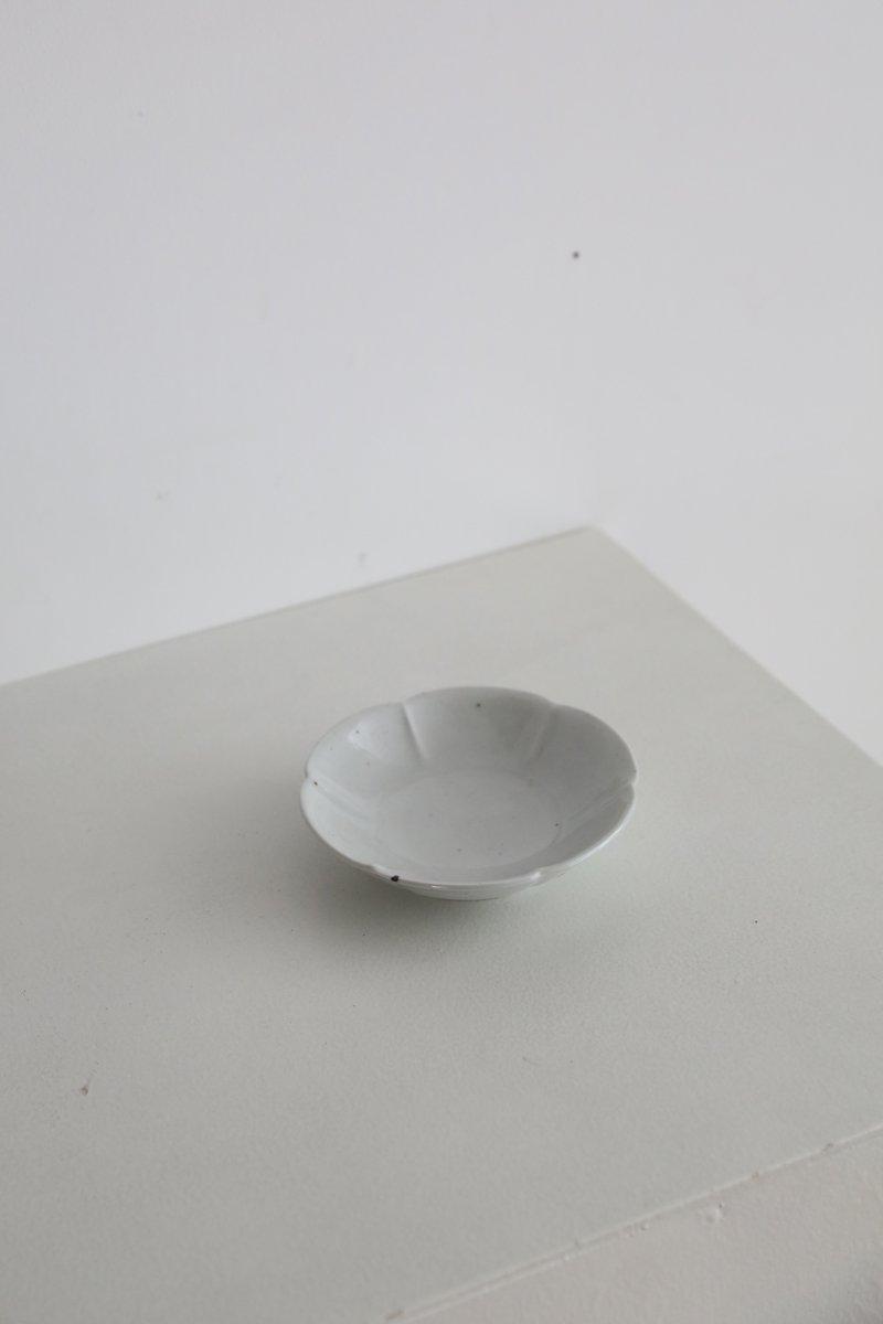 白磁型打4寸花形皿