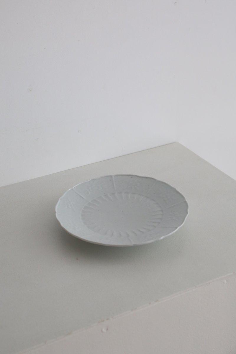 白磁草花型打7寸皿