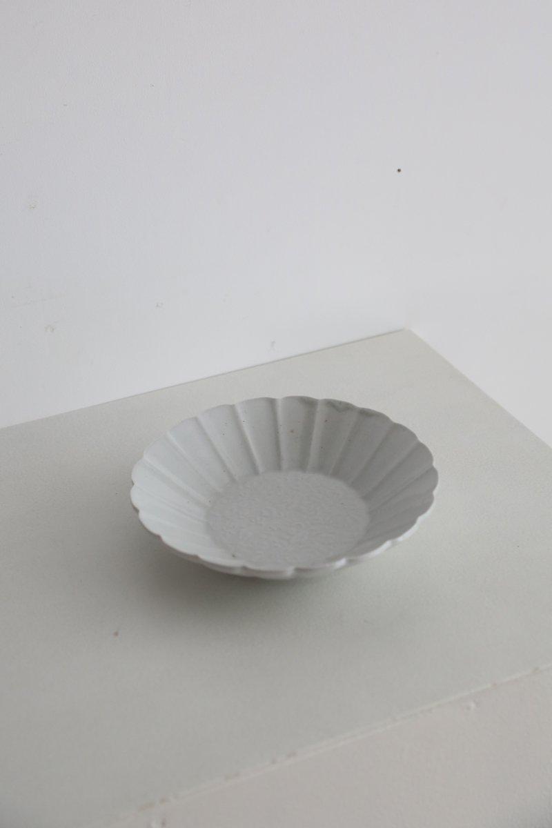白磁唐草菊花型打7寸鉢