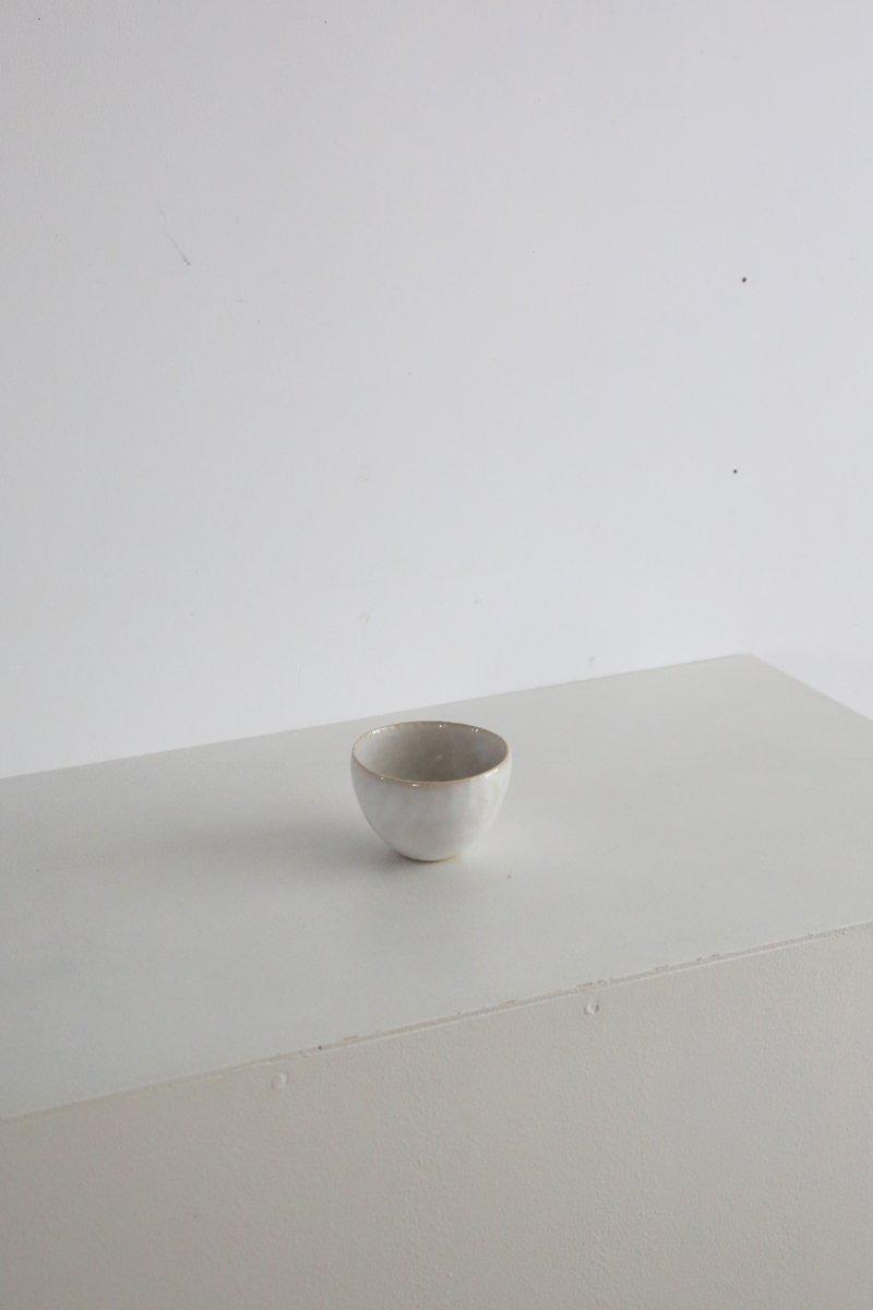 藁白釉小碗