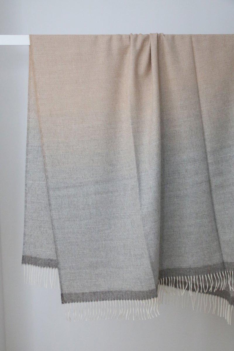 Royal Baby Alpaca Plaid stripes shawl|md.gray/beige