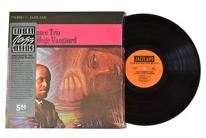 Junior Mance Trio / At The Village Vanguard / ジュニア・マンス<img class='new_mark_img2' src='https://img.shop-pro.jp/img/new/icons3.gif' style='border:none;display:inline;margin:0px;padding:0px;width:auto;' />