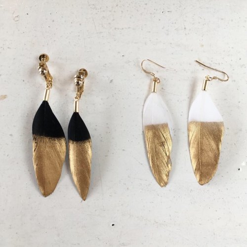 Feather(gold paint) earring