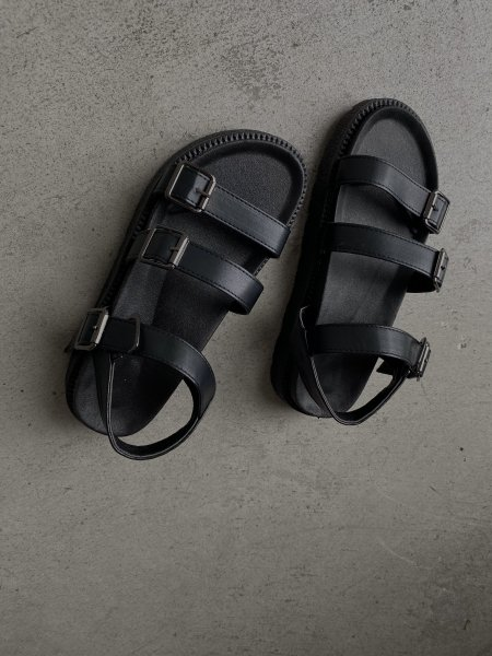 <img class='new_mark_img1' src='https://img.shop-pro.jp/img/new/icons6.gif' style='border:none;display:inline;margin:0px;padding:0px;width:auto;' />《予約販売》leather belt sandal