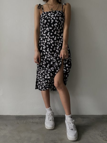 <img class='new_mark_img1' src='https://img.shop-pro.jp/img/new/icons8.gif' style='border:none;display:inline;margin:0px;padding:0px;width:auto;' />《予約販売》resort daisy dress