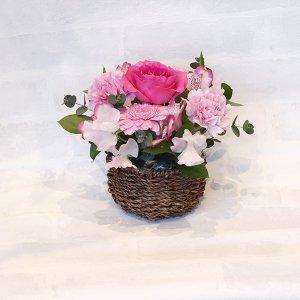 【季節のオススメお花を使った】本日のバースデーアレンジメント(ピンク)